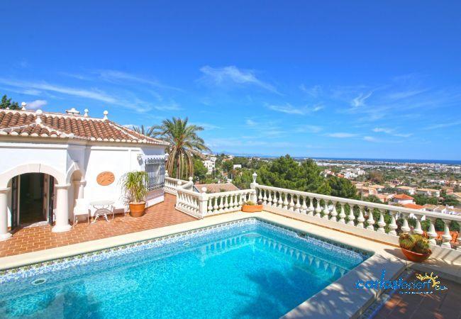 Villa mit Panoramablick auf die Stadt